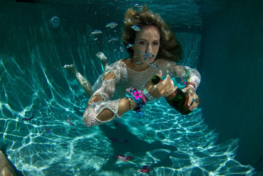 Под водой шампанское