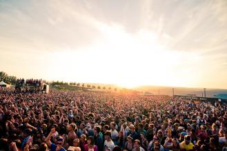 Фото фестиваль толпа людей