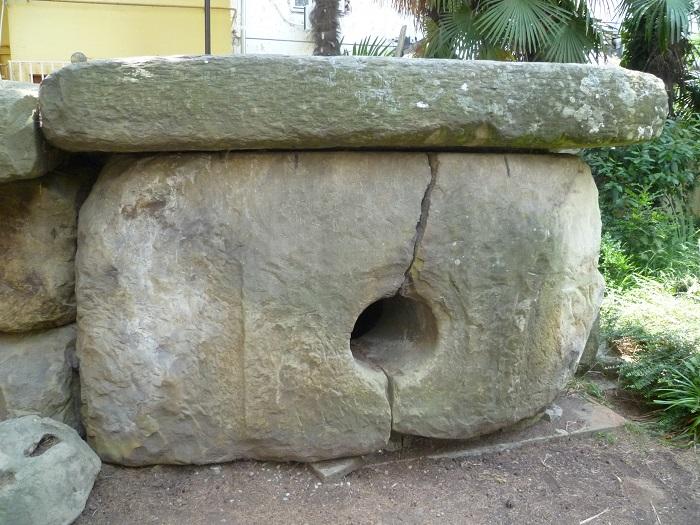 Дольмен возле музея истории города-курорта Сочи
