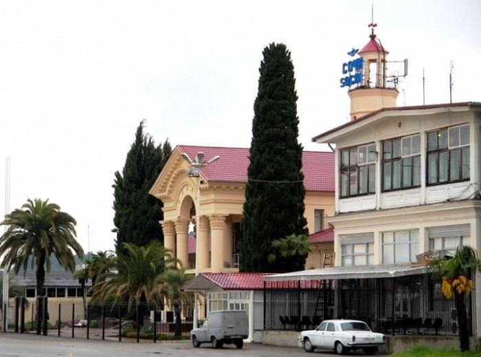 Здание аэровокзала Сочи 1956 года