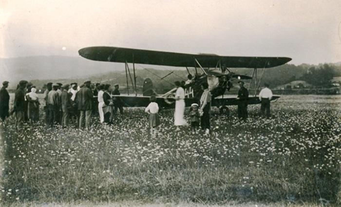 Посадка пассажиров в Р-5 Аэропорт Сочи