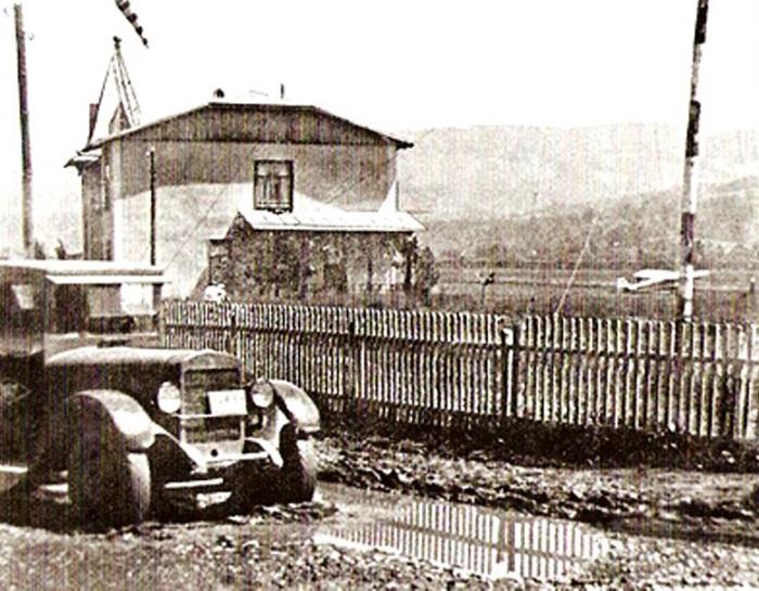 Первое деревянное здание аэропорта Сочи
