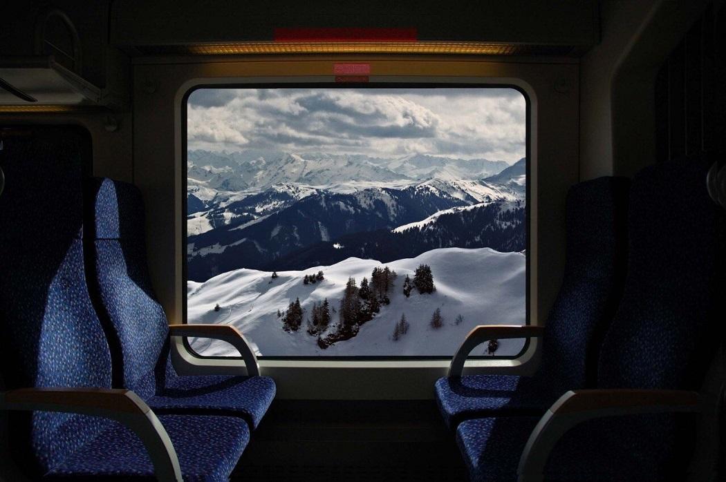 Горы из окна поезда