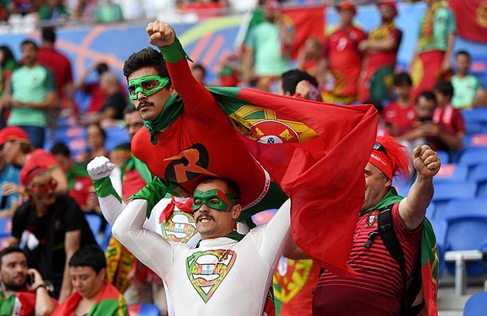 Болельщики сборная Португалия Чемпионат Европы по футболу 2016
