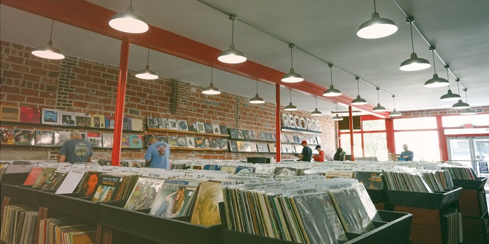 Как сейчас выживают независимые музыкальные магазины