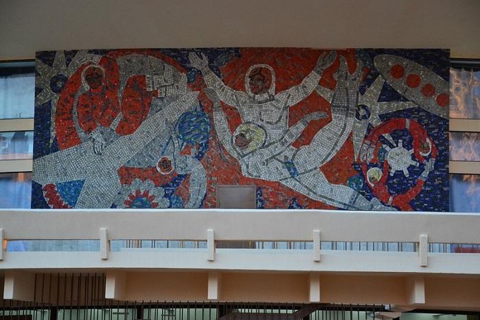 Мозаика на здании Цирка Сочи