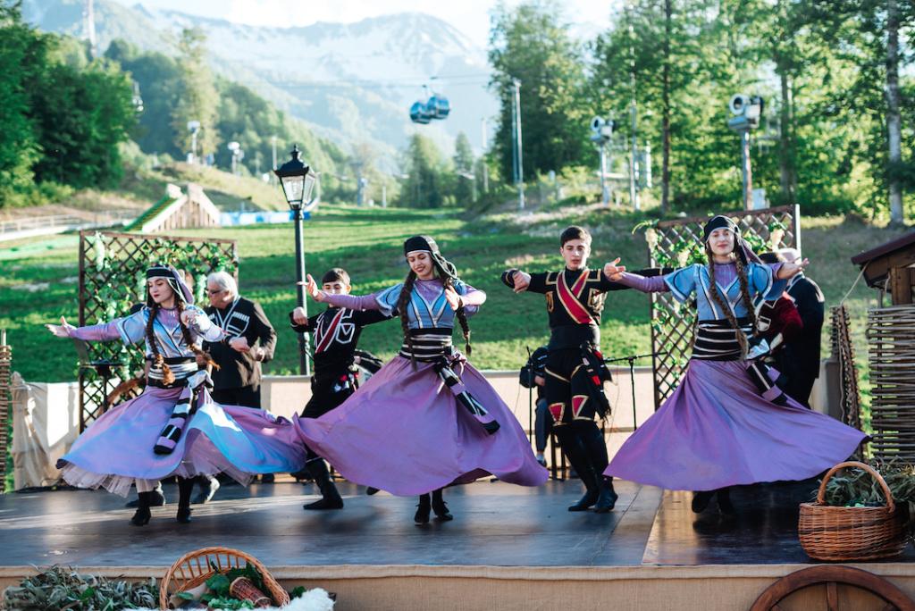 «Романтика Кавказа»: Из чего состоит новое горное шоу на «Роза Хутор»