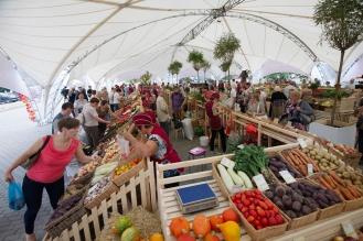 Ярмарка овощи фрукты Россия