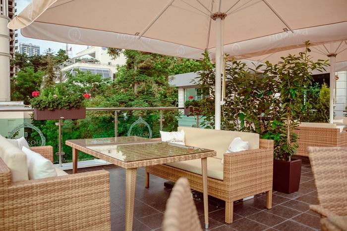 otkrytie-nedeli-restoran-balkon