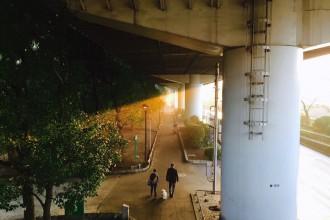 люди под мостом