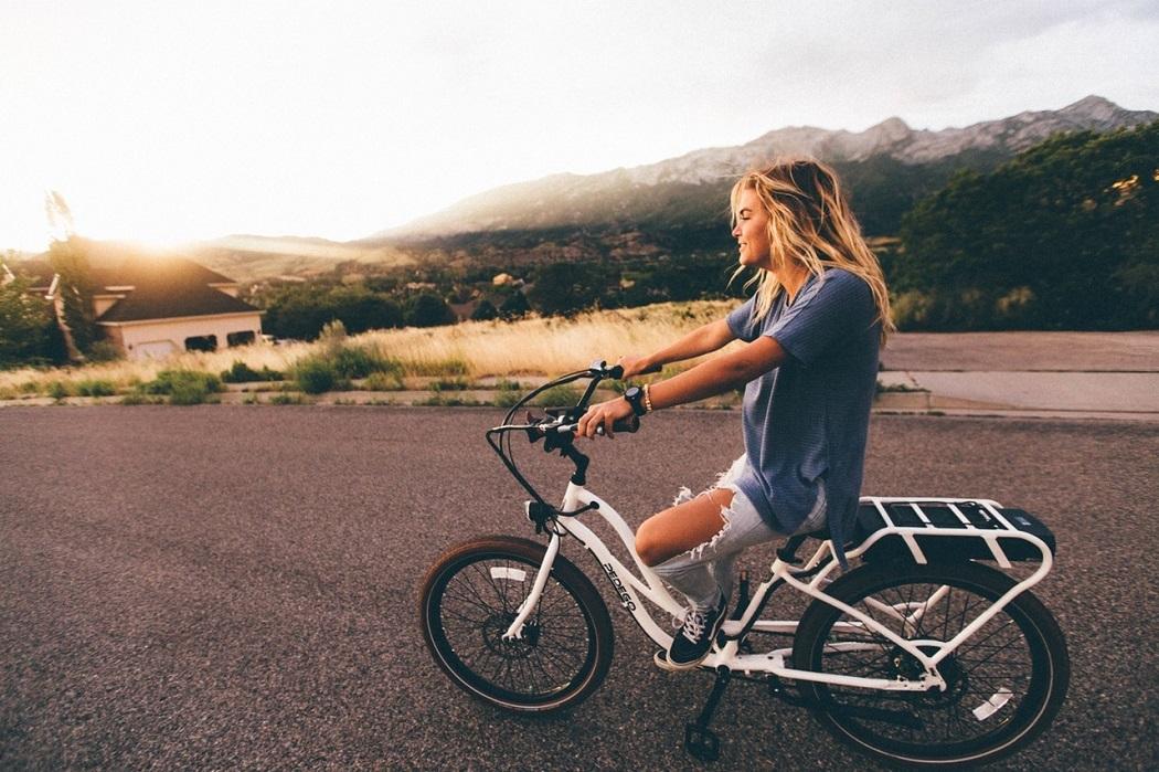Велосипед девушка красиво