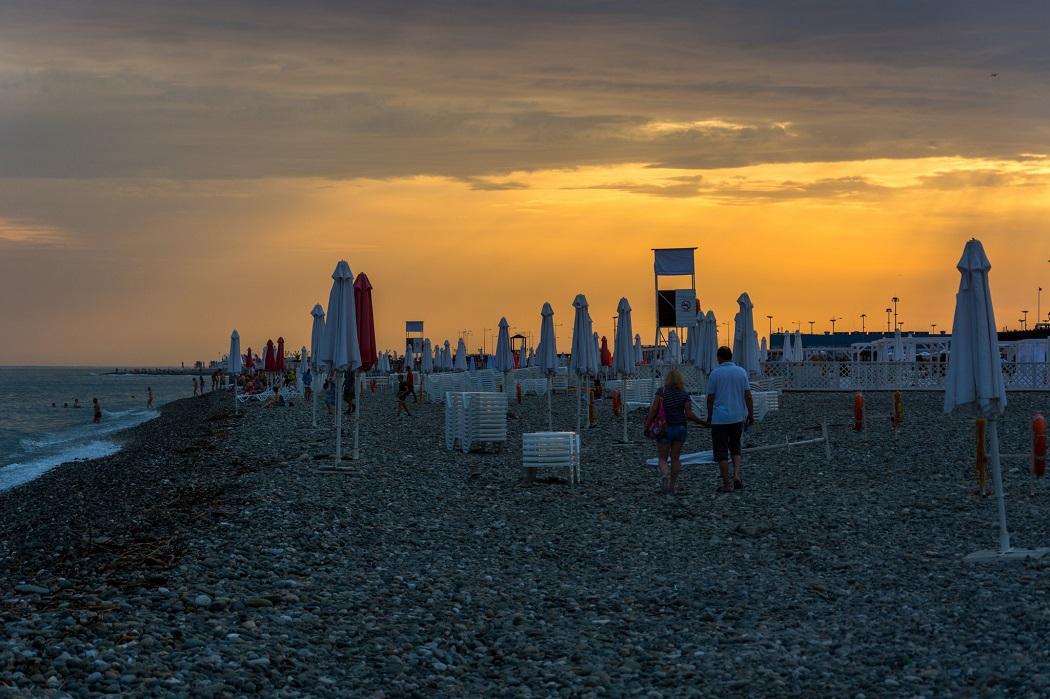 Пляж Сочи вечером